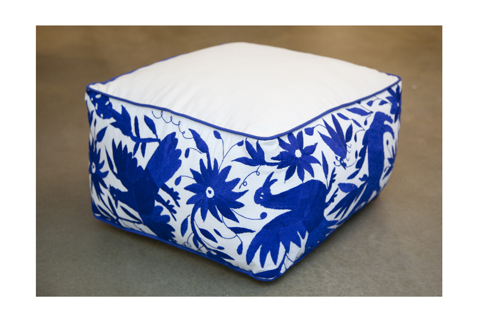 pouf otomi bleu carr vibamos. Black Bedroom Furniture Sets. Home Design Ideas